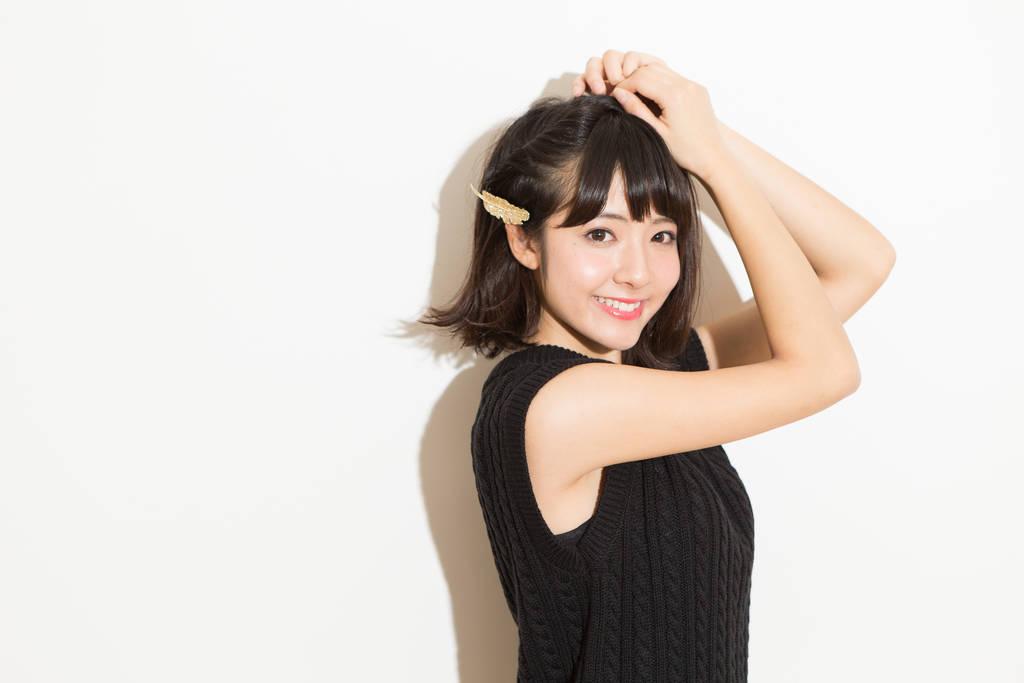 モデル関紫優が教える、ハーフメイクのポイントは眉を消すこと!?