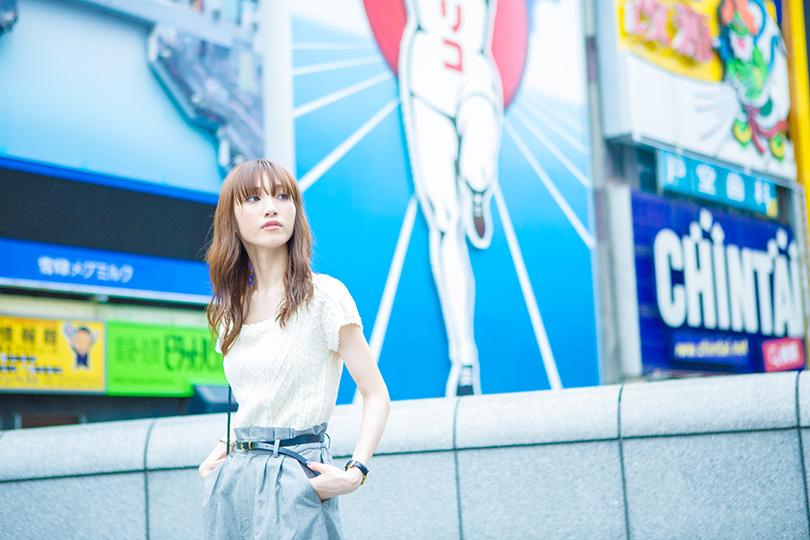 石元歩唯、一人でミナミ散歩<大阪>