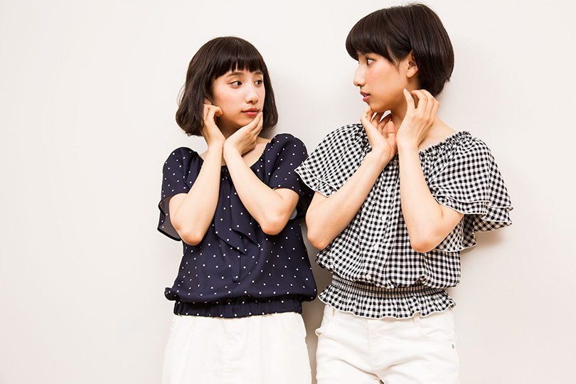 """""""えまえりが指南!色&形違いで着こなす双子コーデ♡"""