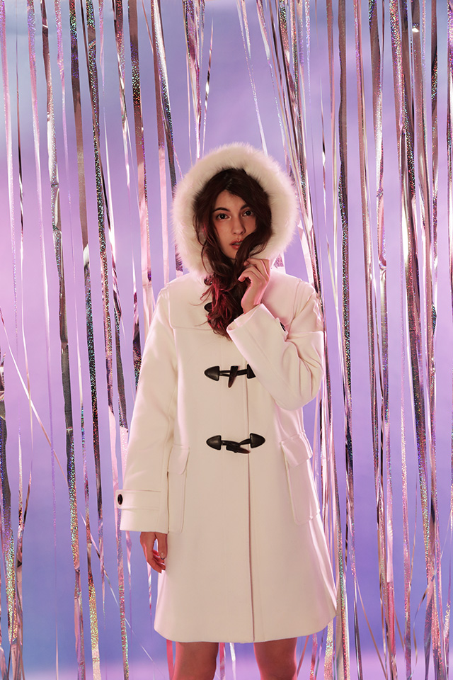 マギーが着る、冬を可愛く楽しむためのホワイトダッフル