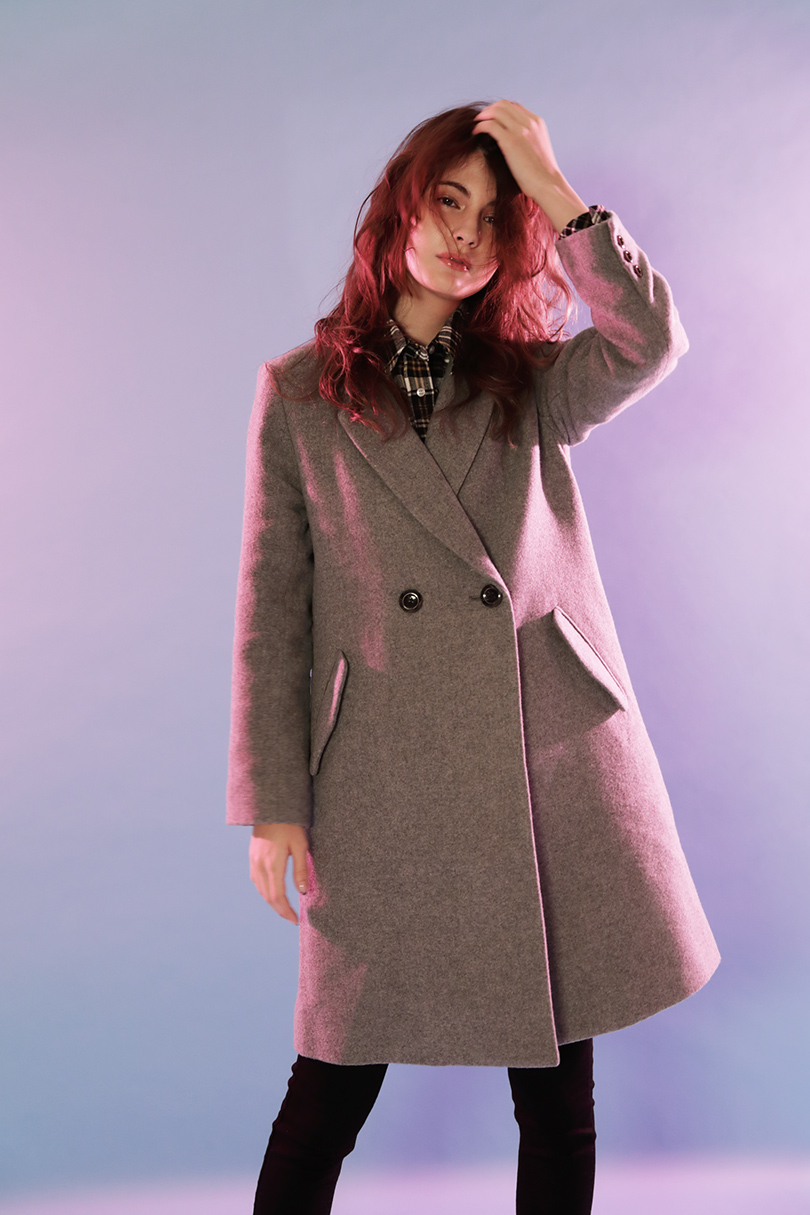 マギーが着る、オトナカジュアルなチェスターコートスタイル