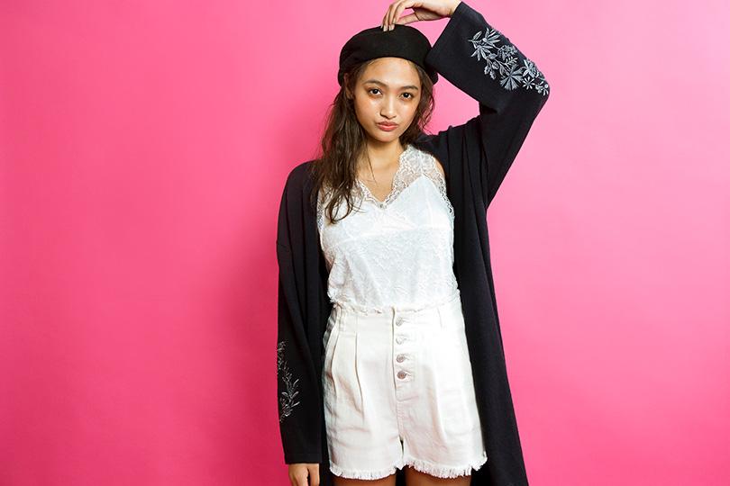 香川沙耶が着まわし♡ 春アウターにぴったりな刺繍入りロングカーディガン