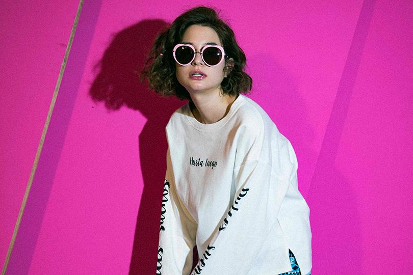 瑛茉ジャスミンが着る、トレンド感たっぷりロンTでレトロカジュアル