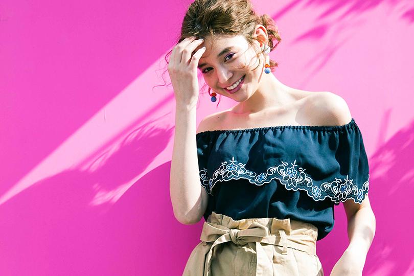 瑛茉ジャスミンが全色着る、刺繍オフショルブラウス