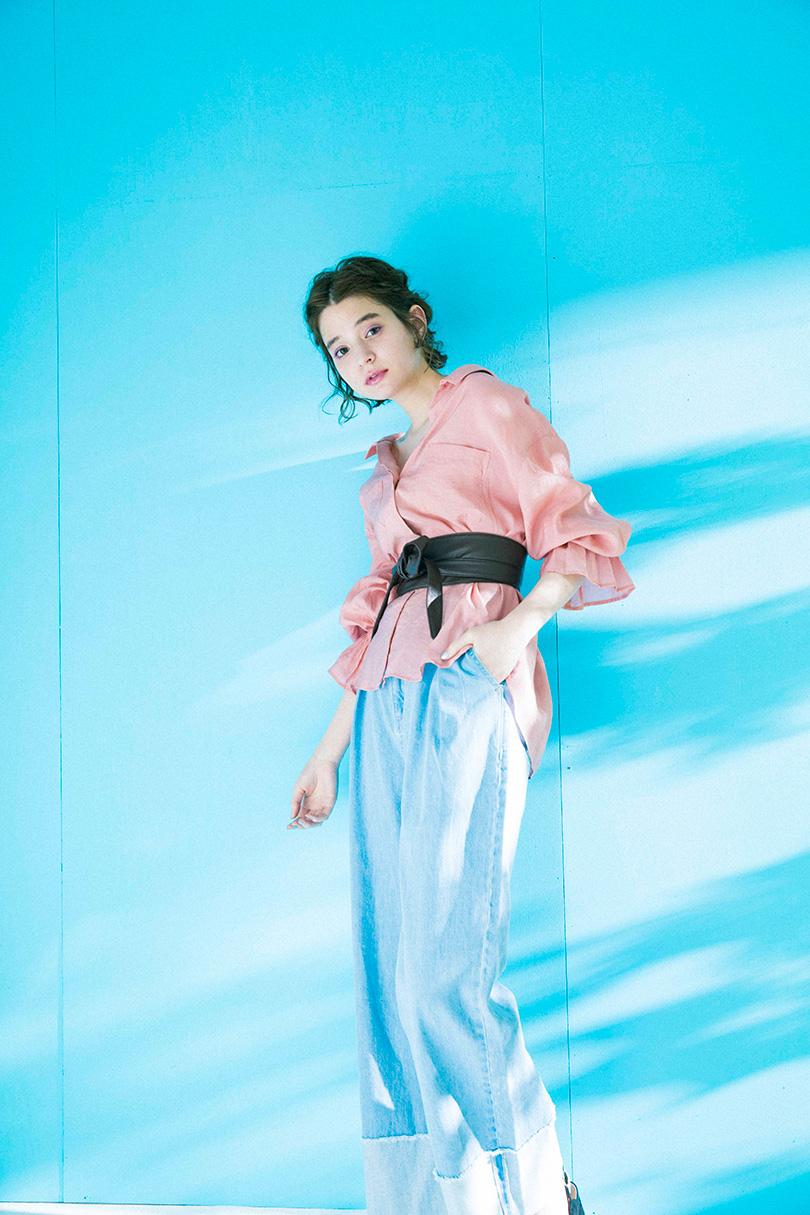瑛茉ジャスミンが着る、レディなスッキッパーシャツ