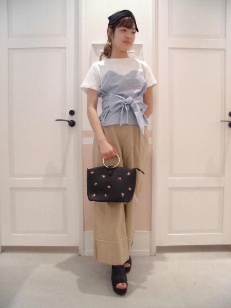 1枚でフェミニンなマリンスタイルが完成♡ヘザースタッフが着こなす新作リボントップス ?