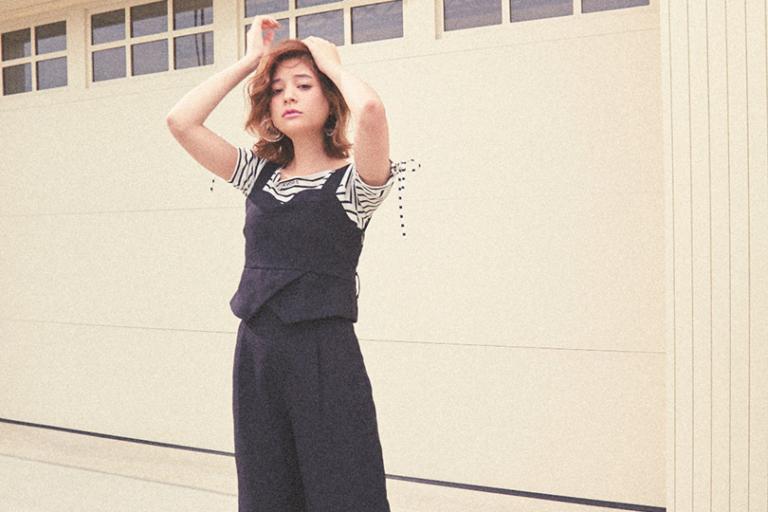 瑛茉ジャスミンが着る、セットアップスタイル