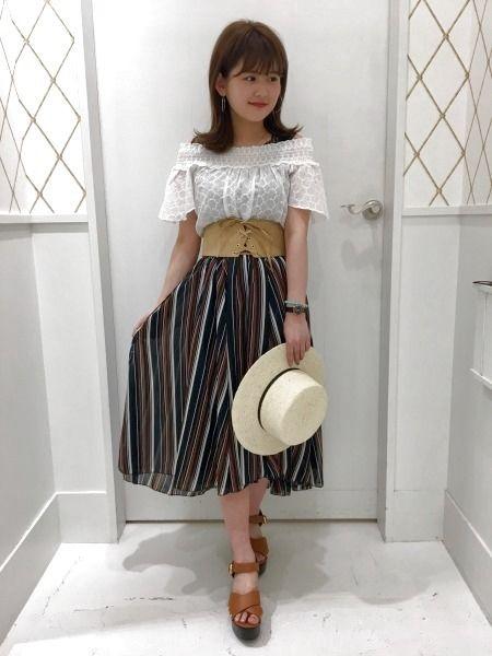 1枚でおしゃれに決まる♡レトロな色使いが可愛いストライプスカートをヘザースタッフが着まわし