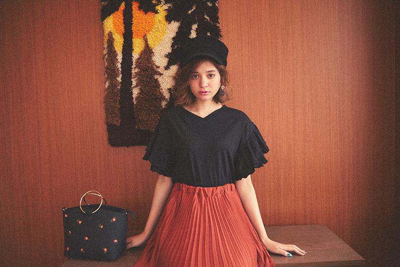 瑛茉ジャスミンが着る、プリーツスカート