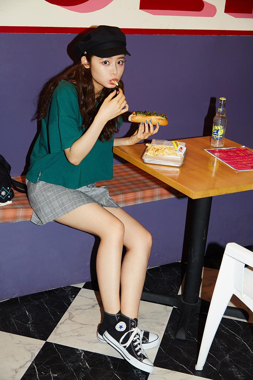古畑星夏ちゃんがお手本♡ガーリーマリンな雰囲気のレースアップスカートを着まわし