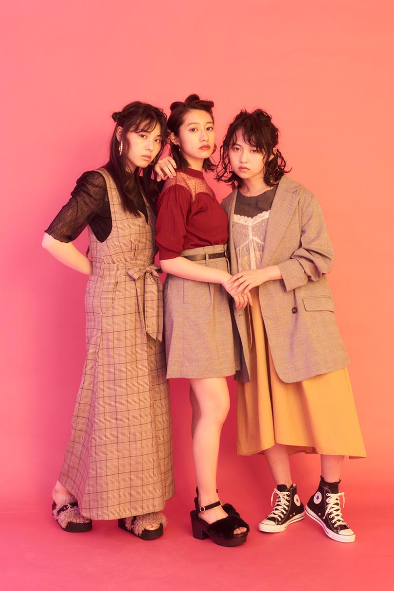 乃木坂46の3人がトライ♡ 秋は80sムードなチェックスタイルに注目