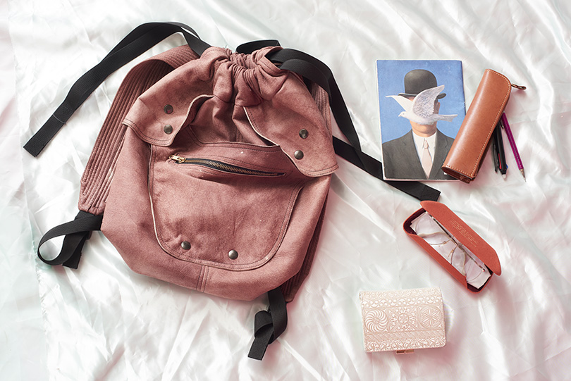 乃木坂46のおしゃれ番長まりっかに密着♡バッグの中身や愛用コスメを大公開