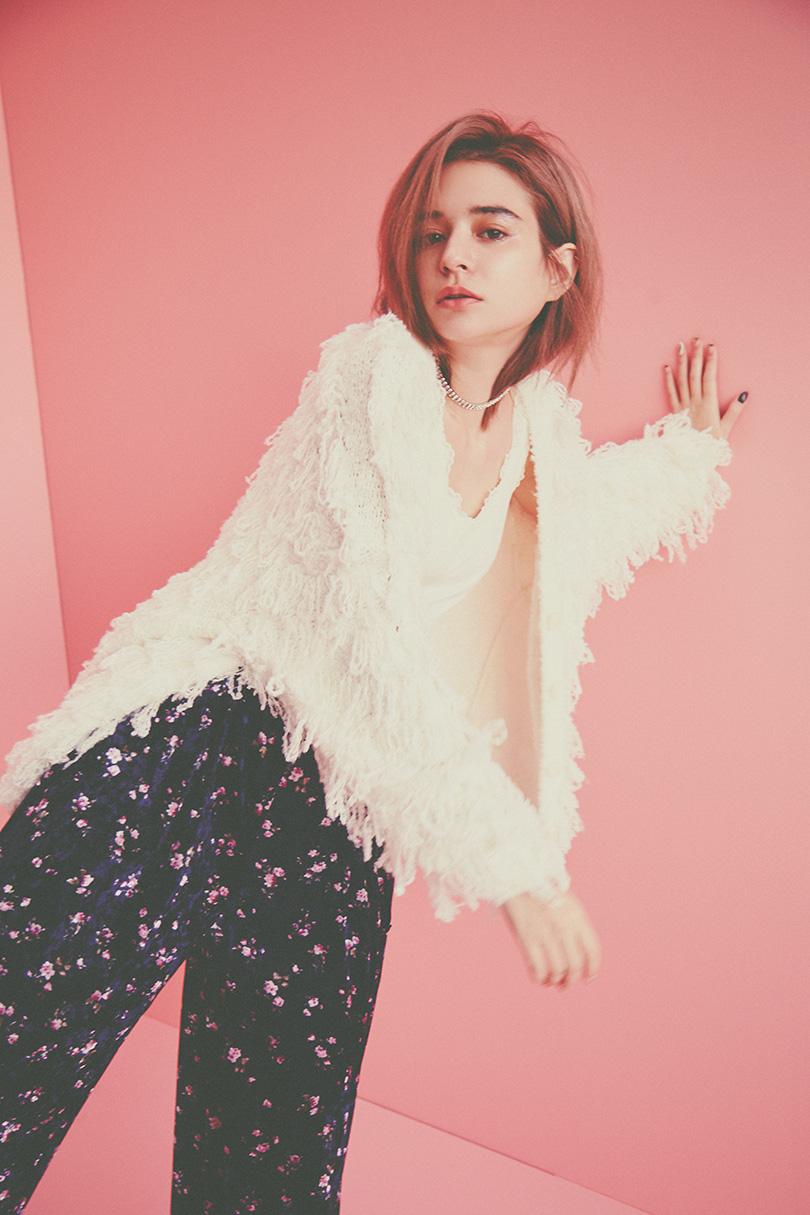 エマジャスミンが着るリバーシブルスカート