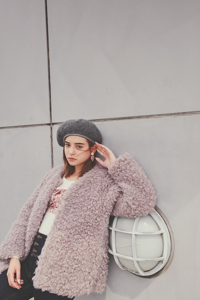 瑛茉ジャスミンが着るクルクルファージャケット
