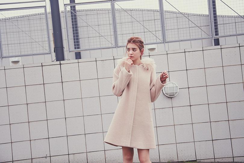 エマジャスミンが着る5WAYフードコート