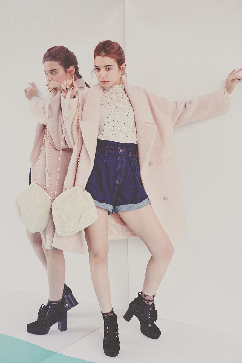 エマジャスミンが着るシャギービッグコート