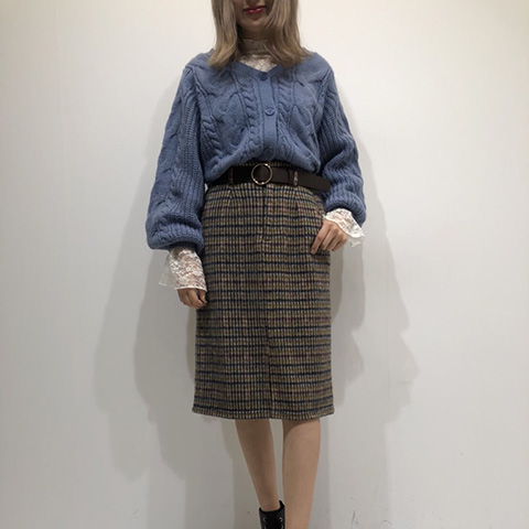 ヘザー公認インフルエンサーがサスツキチェックタイトスカートを着こなし