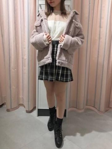 今季一押しカラー♡ くすみピンクのボアジャケットを着こなし
