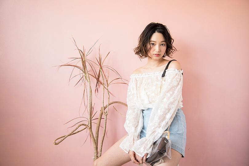 青木夏乃がお手本♡ 透けトップス×デニムで春の王道ガーリー