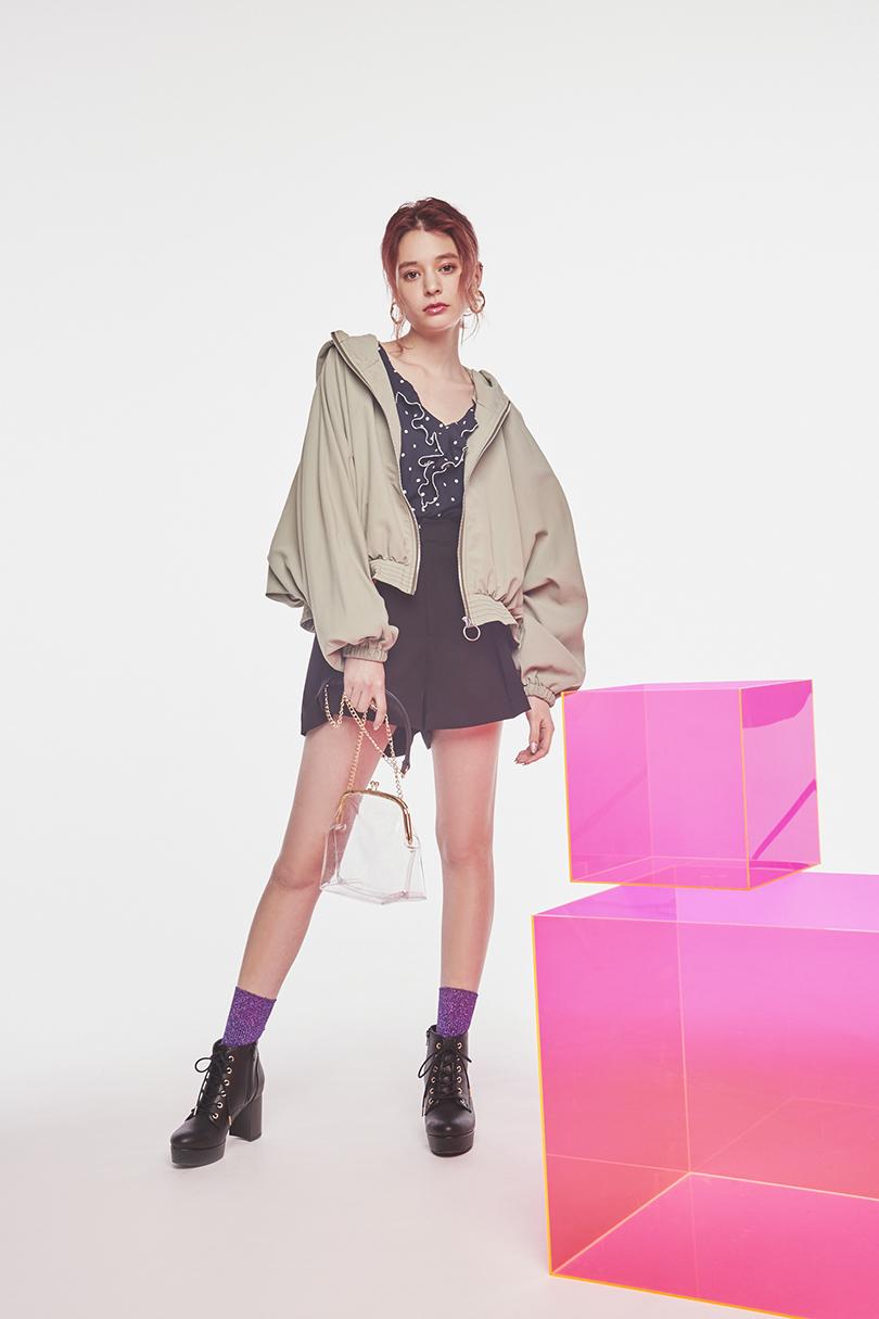 エマジャスミンが着るミリタリージャケット