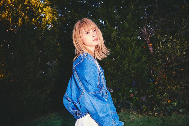 Dream Amiがお手本♡トロピカルな花柄パンツでカジュアルガーリー