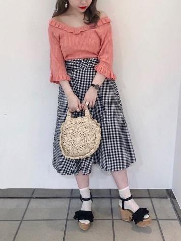 初夏のムードを先取り♡ ヘビロテ必至なミディスカート